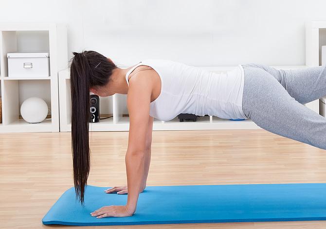 Tres rutinas de ejercicio que puedes hacer en tu casa