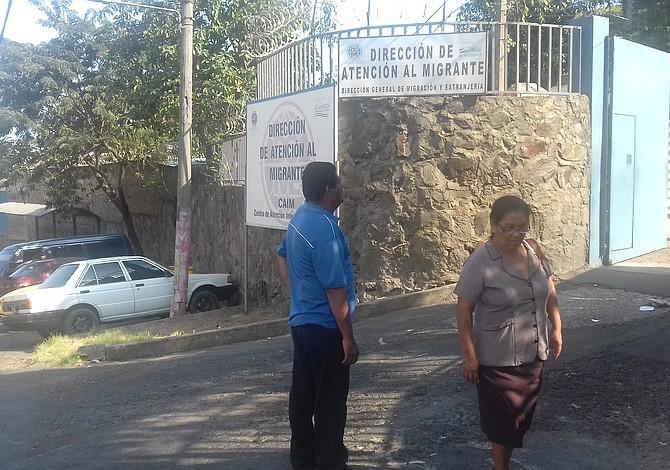 El drama de los salvadoreños deportados bajo la nueva administración de Trump