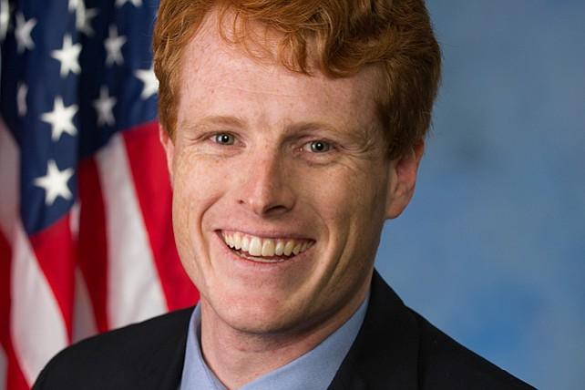 Kennedy presiona a los agentes federales por redadas de inmigración