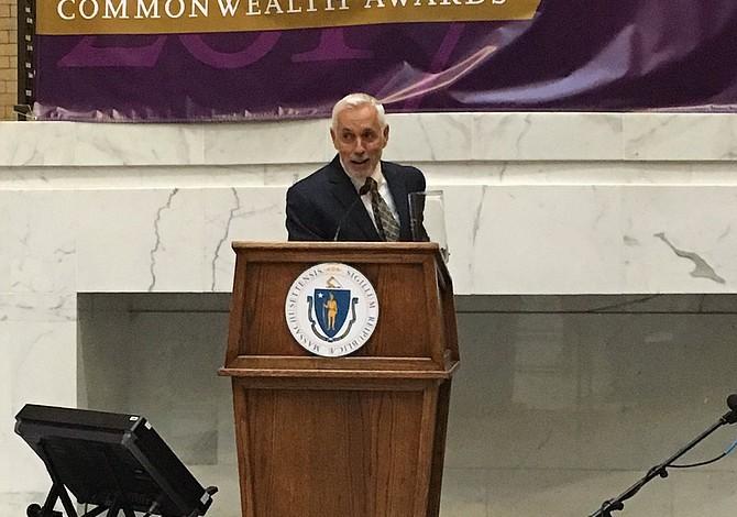 José Mateo recibió un premio por su labor cultural en Massachusetts
