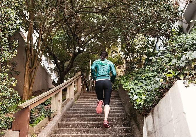 Entrena 10 minutos en la escalera y mejora tu condición