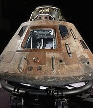 El módulo de comando Apollo 11 Columbia, la única porción de la nave espacial histórica que completó la primera misión de aterrizar a un hombre en la luna y devolverlo a la Tierra de manera segura