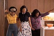 "(Izq.-Der.) Mary Jackson (Janelle Monae), Katherine Johnson (Taraji P. Henson) y Dorothy Vaughan (Octavia Spencer) en ""Hidden Figures."""