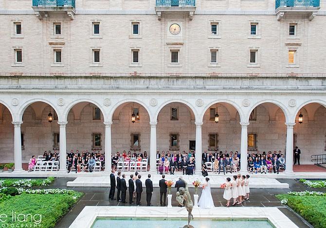 ¿Te gustaría casarte en el patio de la Biblioteca Pública de Copley? Participa en una lotería