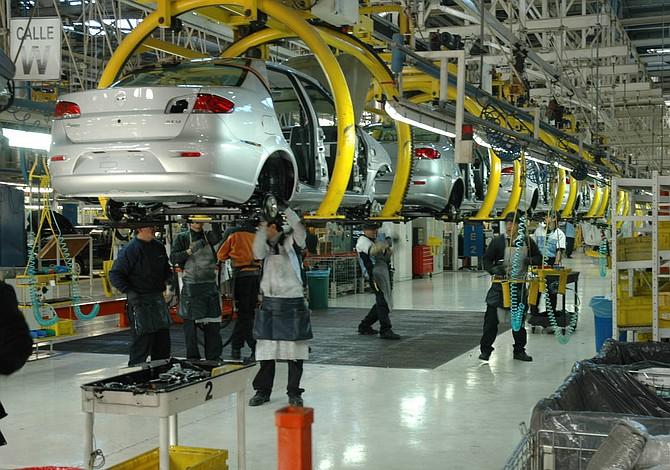 Cayó producción de vehículos en Argentina 29,7% en febrero