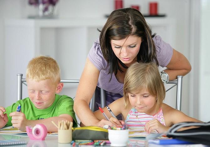 Cómo ayudar a tus hijos a hacer los deberes sin hacerlos tu