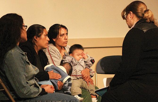Padres que temen ser deportados buscan tutores para sus hijos