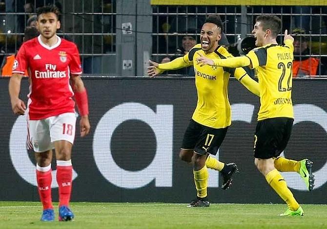 Borussia Dortmund remontó a Benfica con triplete de Aubameyang