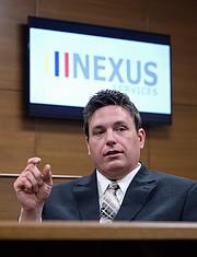 Mike Donovan, co-fundador y director ejecutivo de Libre by Nexus, habla sobre su negocio en su sede en Verona, Virginia, el 8 de febrero de 2016. Es fotografiado en la sala simulada de la compañía.