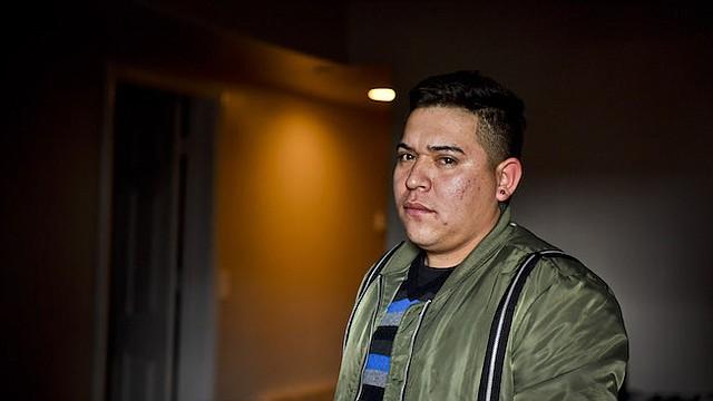 Nefi Flores visto el sábado 18 de febrero de 2017 en Los Angeles, California. Flores usó Libre by Nexus, un servicio que ayuda a inmigrantes indocumentados detenidos a obtener libertad bajo fianza, pero le exige llevar un dispositivo de monitoreo en el tobillo que cuesta $420 por mes. Flores ahora está demandando a Libre.