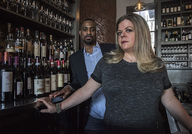Propietarios de un bar de vinos demandan a Trump por competencia desleal