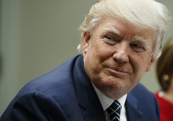 Trump: Obamacare fue diseñado para explotar este año
