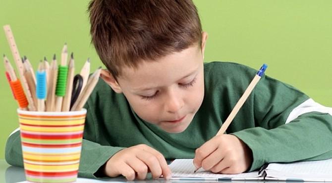 Varias condiciones ambientales difinirían que mano preferirá el niño