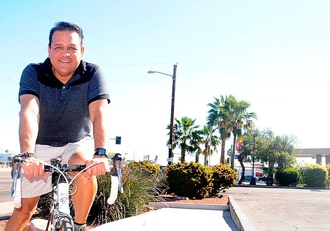 Ciclista Alex González recorrerá EE.UU. para llevar esperanza a inmigrantes