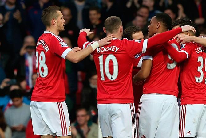 Manchester United multado por mala conducta