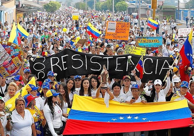 Perú pide invocar la Carta Democrática en Venezuela