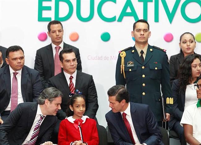 México quiere que sus niños hablen inglés igual de bien que el español dentro de 20 años
