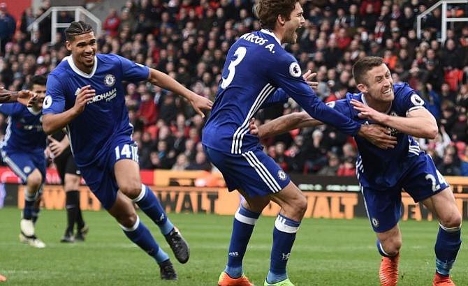 Chelsea vence 2-1 a Stoke y se acerca cada vez más al titulo