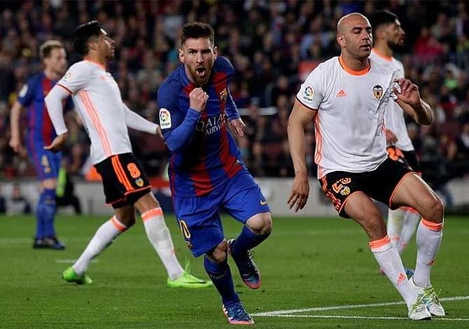 Messi y Suárez dan triunfo al Barcelona sobre Valencia y siguen de cerca al Madrid