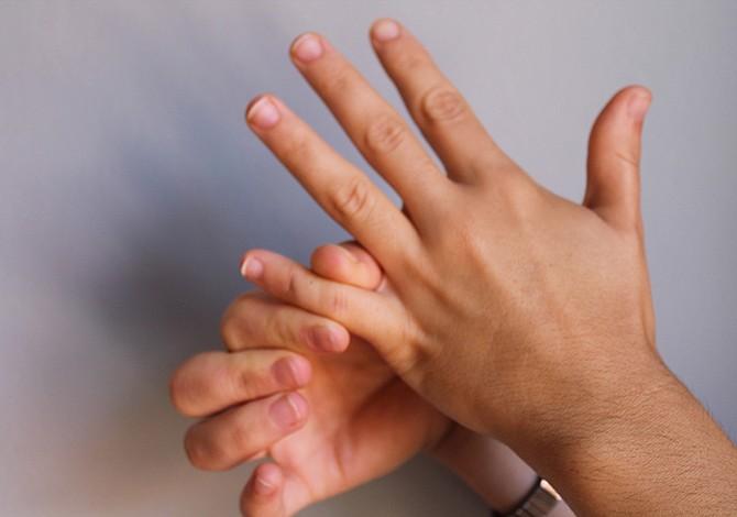 ¿Por qué se inflaman los dedos de las manos?