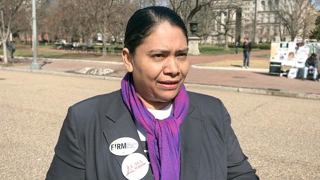 Activistas locales quieren erradicar analfabetismo en la comunidad latina
