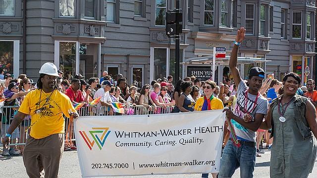 Whitman-Walker Health participa en el DC Capital Pride Parade en 2014.