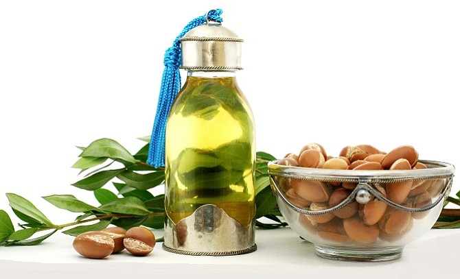El aceite de argán hidrata piel, cabello y labios