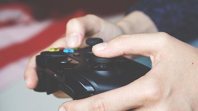"""Un propósito central de Álvarez era crear un juego que pudiera """"intentar empezar a cambiar las ideas de las personas acerca de lo que los videojuegos pueden ser"""". No es una mera manera de entretenimiento, llenos de violencia y emociones sin propósito - es también una manera de hacer crítica social y enviar un mensaje."""