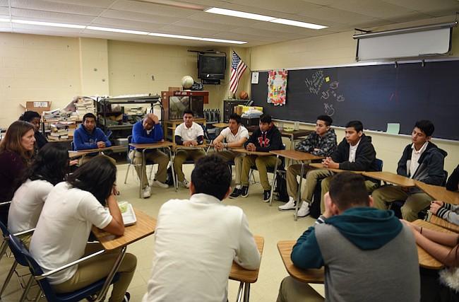Escuelas abordan los temores de deportación entre las familias inmigrantes