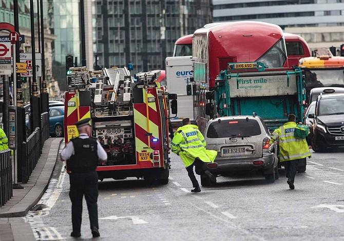 Detenidos tras atentado de Londres son 5 hombres y 3 mujeres