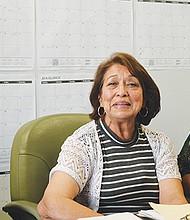 De izquierda a derecha, las señoras Lila Castañeda, Dominga Santos y María López durante su visita a las oficinas de El Latino. Foto: Horacio Rentería/El Latino San Diego.