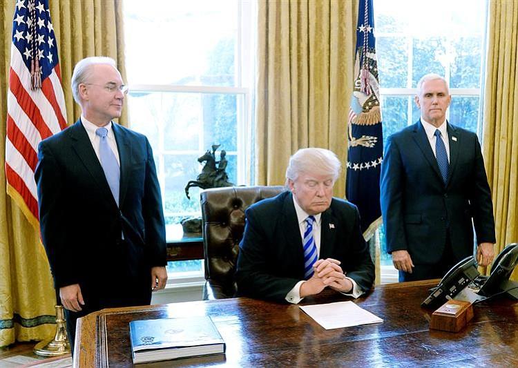 Trump apuntó contra parte del bloque repúblicano — Fuego amigo