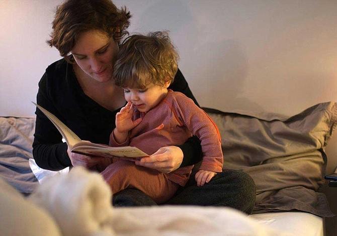 Los beneficios de leerles un cuento para dormir