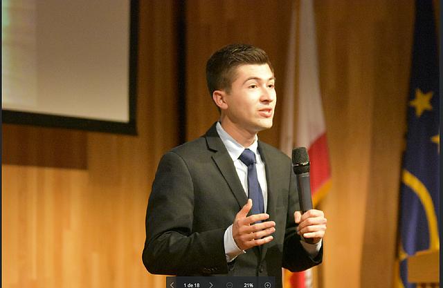 Dante Alvarado León, su objetivo, contribuir a mejorar la formación de estudiantes latinos.
