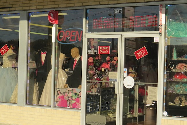 CJKK Bridal y Quinceañeras está localizada en Woodbridge, VA.