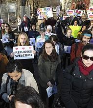 """Líderes religiosos y defensores de los derechos de los inmigrantes protestaron frente la Casa Blanca a finales de enero para condenar la decisión del gobierno de deshacer las políticas de """"ciudad santuario""""."""