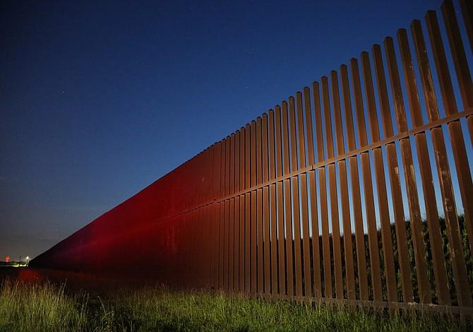 Agentes fronterizos golpearon a un inmigrante indocumentado hasta la muerte. Ahora EE.UU le paga $1 millón a su familia