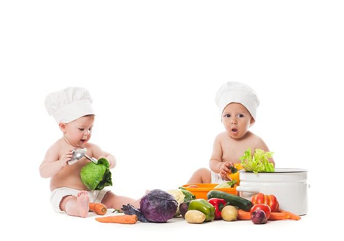 Seis alimentos que deben evitar comer los bebés menores de 2 años