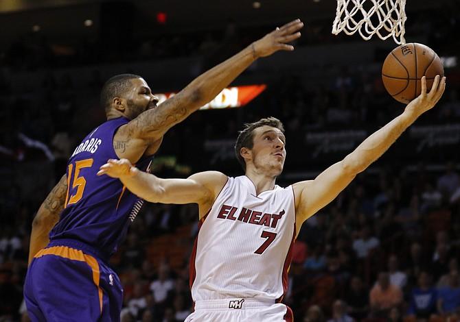 Heat aseguran pase a playoffs mientras sigue el duelo en el Oeste