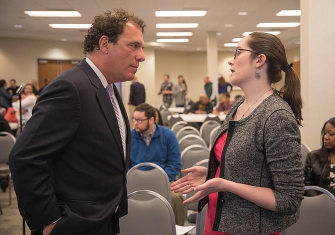 Ejecutivo del condado de Baltimore reafirma medidas de protección a los inmigrantes