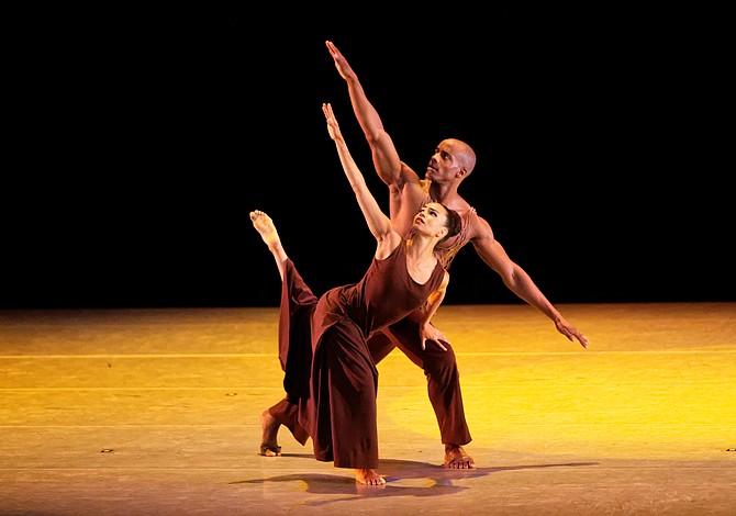 Bailarina dominicana de Lawrence llega a Boston con Alvin Ailey Dance Theater
