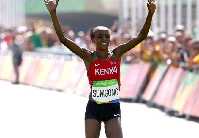 Campeona olímpica de maratón dio positivo en dopaje