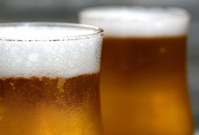 ¡Hoy es el Día de la Cerveza! Entérate cuánta cerveza consumimos los latinos en EE.UU.
