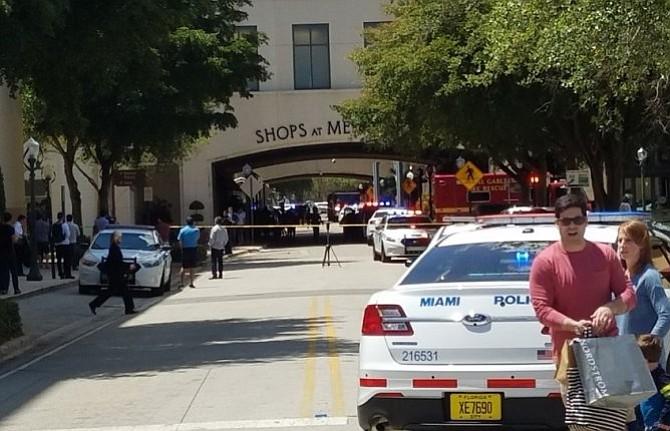 Un muerto en tiroteo en un centro comercial de Miami