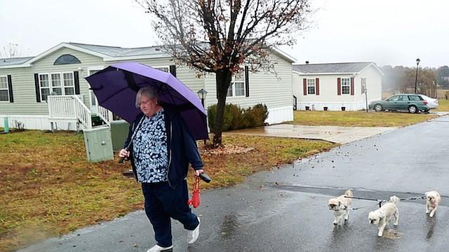 Nancy Horton, 62, de Martinsburg, W.Va., toma dosis diarias de oxycontin y oxycodone para la artritis reumatoide. Horton vive con dolor crónico y le preocupa que haya desarrollado una adicción física a sus analgésicos para el dolor.