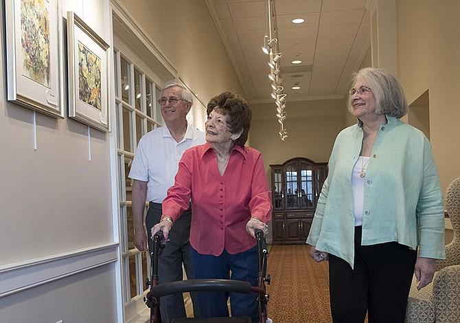 Fenómeno en aumento: los abuelos que cuidan a sus padres
