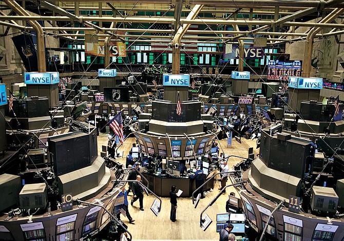 Wall Street castiga a United tras polémica expulsión de un pasajero