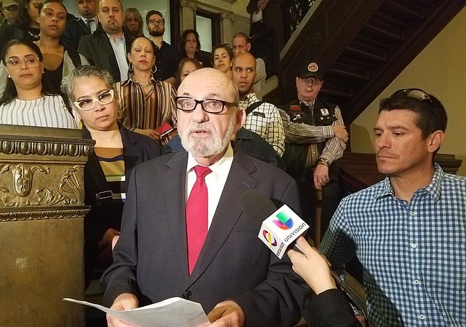 Félix D. Arroyo pide a Medonis que renuncie a su cargo en la administración de cortes