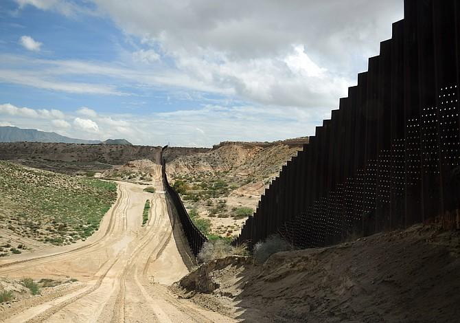 Trump renueva su llamado sobre el muro tras el asesinato de un agente de la patrulla fronteriza en Texas