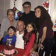 FAMILIA. Rodríguez con sus hijos Luciano y Lucia y sus nietos.